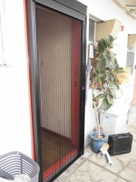 リフォの玄関網戸リフォーム 大阪市浪速区 しまえるんです取り付け工事