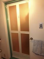 窓リフォのドアリフォーム 大阪市淀川区 浴室ドア取替え工事